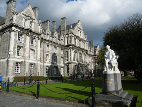 https://commons.wikimedia.org/wiki/File:Trinity_College_Dublin_4.jpg