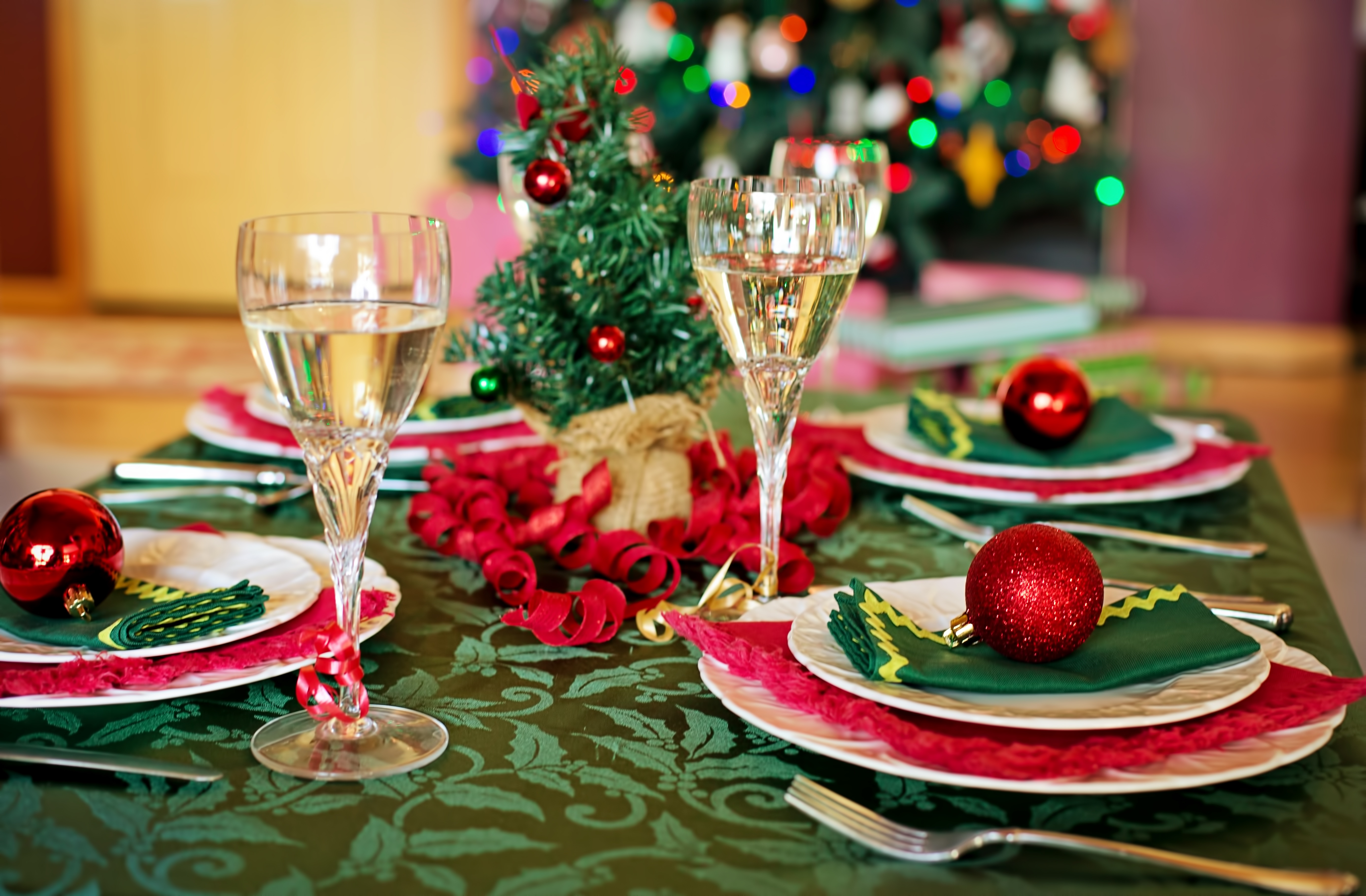 Christmas Dinner Party.How To Guide A Student Christmas Dinner Party Trinity News